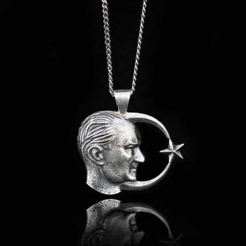 Atatürk Siluetli Ay Yıldız Kolye